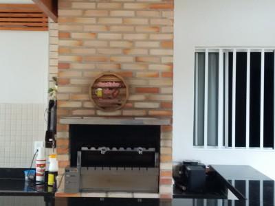 Churrasqueira feita com tijolo Maciço Mesclado 4,5x9,5x19 cm